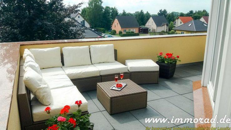 mit schöner, sonnenüberfluteter Dachterrasse in südwestlicher Ausrichtung, ideal um nach Feierabend die Freizet entspannt zu genießen.